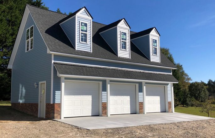 pop-out windows on 2-story, 3-car garage